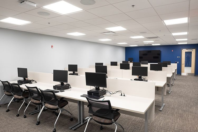 Photo of the computer lab at the CEC in Homewood